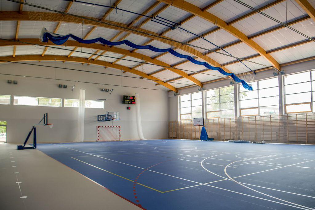 hala sportowa w kompleksiee sportowym Sójka.jpeg
