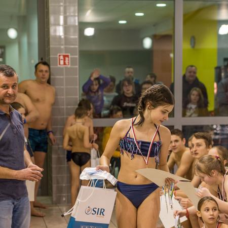 Zawody w pokonywaniu wodnego toru przeszkód - Ferie z OSiR Prudnik 2019